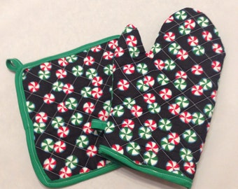 Christmas peppermints insulated/quilted pot holder and oven mitt set