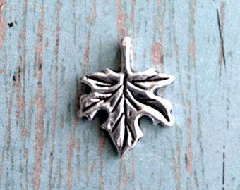 8 Small Maple leaf charms (1 sided) antique silver tone - silver maple leaf pendants, tree charms, Canada charms, nature charms, OO2