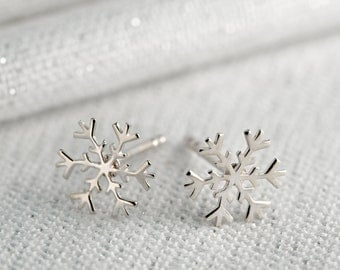 Silver Snowflake Stud Earrings. Matching necklace also available.