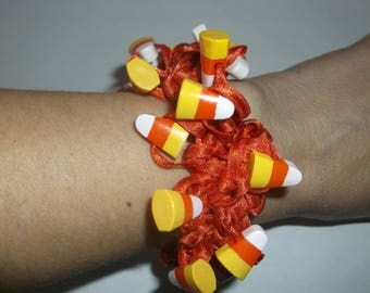 Vintage Fun Stretchy Halloween Orange Candy Corn Bracelet, Very Stretchy Fits Anyone, lots of Candy Corn Beads