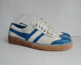 70s Vegan Sport Shoes // White With Blue Stripes // Size 45