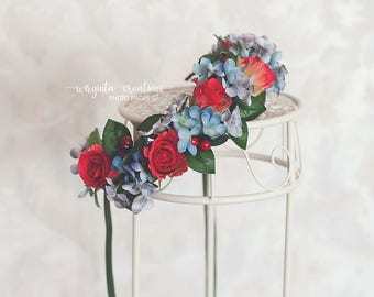 Flower tie back/crown. Can be used from 6 months old (can fit an adult as well).Red, blue.Photo prop. Ready to send