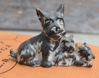 Scottie Figurine, Scottie Decor, Scottie Dog, Scottie with Puppies, Scottie Decor, Scottish Terrier, Terrier Decor, Dog Figurine