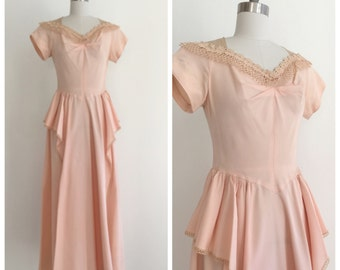 Vintage 1940s Pale Pink/Peach Taffeta and Lace Party Dress