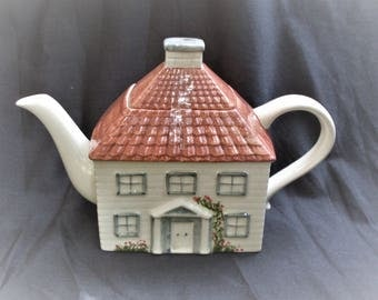 teiera vintage in ceramica, house shaped fine porcelain teapot P e K made in England, Price & Kensington is a traditional ceramic of England