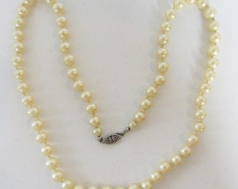 Vintage - Collectible - Pearl Necklace - Jewelry - Silver - Pearls - Romantic - Elegant - Mint - Hand Knotted - Bridal - Gift - Glamorous