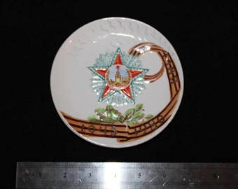 Agitation porcelain plaque souvenir in honor of victory day 1940-1980