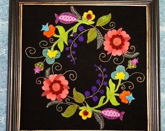 Wool Applique Jacobean Wreath Pattern   White Oak Ridge Designs