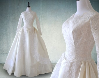 1950s Wedding Dress with Sleeves in Lace and Taffeta