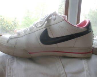 Retro Nike Tennis Shoes