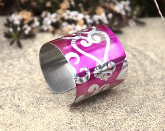 Hypoallergenic stainless steel hot pink fuschia bracelet cuff with swirl heart pattern