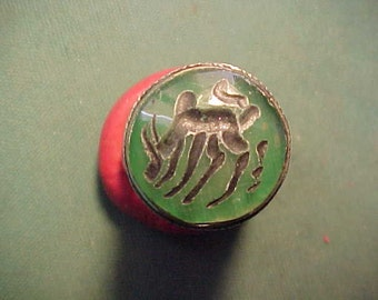 Near Eastern hand crafted intaglio ring with green (bull) stone circa 1700-1900 (F14)