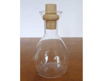 Pyrex Small Glass Wine Decanter / Carafe with Wood Stopper