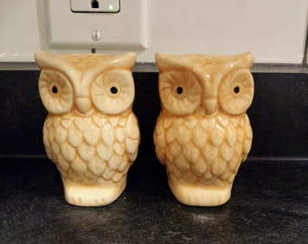 Mid Century Orange Owl salt and pepper shaker set with stoppers Excellent condition