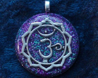 Sahasrara Crown Violet Sanskrit Chakra-Tuning Blue Orgone 32mm Pendant 72 energy harmonizing crystals Quartz adjustable cord / silver chain