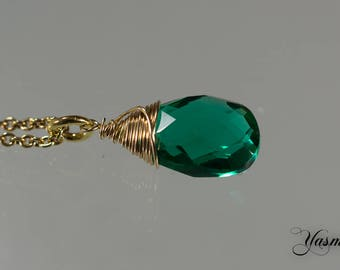 Sparkling emerald green to gold-plated silver chain