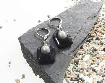 NEW/FREE SHIPPING! Sleeper earrings/Black and silver dangles