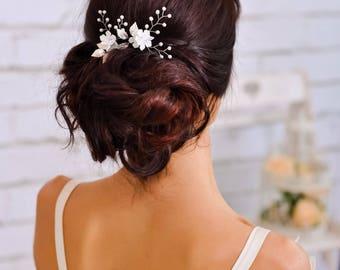 Wedding hair pin Bridal crystal hair pin Wedding headpiece Silver leaf pin Bridal comb Bridesmaid gift wedding hair clip Bridal hair piece