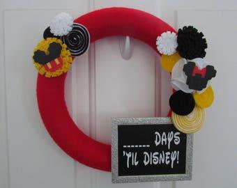 Disney Wreath, Disney Yarn Wreath, Disney Countdown, Disney Decor, Disney World, Disneyland, Mickey Mouse Wreath, Minnie Mouse Wreath