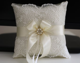 Ivory Ring Bearer Pillow / Ivory Ring Cushion / Ivory wedding pillow / Lace ring Bearer \ Ivory Lace Pillow \ Lace Brooch Bearer pillow
