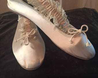 Vintage Ivory Satin Ballet Slipper Flat- Colorific Vintage 1980's Size 9 Medium