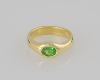 Ring • Tsavorite Garnet • • gold