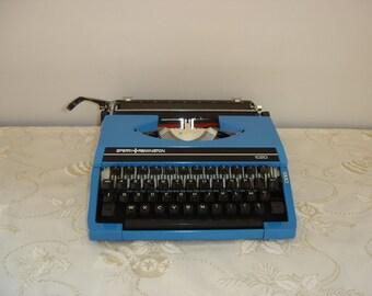 Machine à écrire REMINGTON Sperry 1020 bleue. Typewriter. Vintage.  Italie