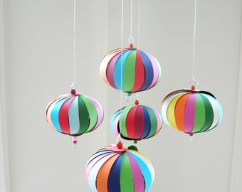 Mobile paper, 5 multi-coloured balls