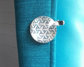 Clip-brooch embroidered with Japanese Sashiko embroidery