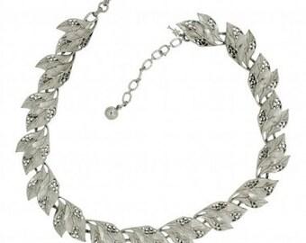 Trifai 1960s Silver Tone Leaf Vintage Necklace