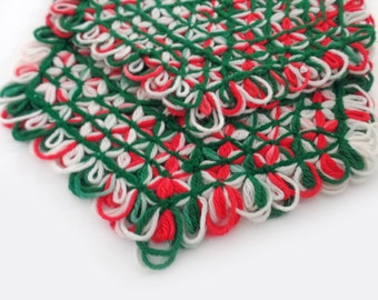 Vintage Christmas set of 2 woven placemats red white green,handmade, accent woven christmas decor, vintage yarn art, vintage kitchen