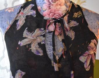 Noche Tropical Vintage Dark Floral Print Tropigoth Keyhole Blouse
