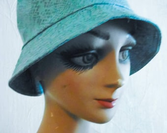 Rare Hat to put when it rains, wonder color / Hat rare to put when it rains, amazing color!