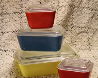 Vintage Pyrex primary color oven/refrigerator dishes red, blue and yellow with lids