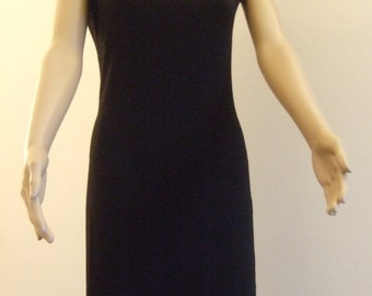 P'tite short black sheath dress with short sleeves, edges cut with vineyard
