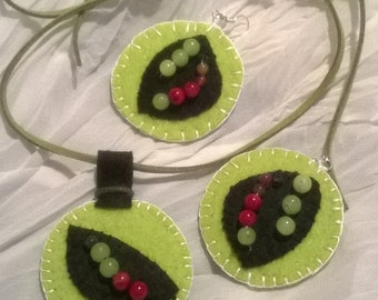 Kit earrings,necklace by felt,green,red coral,leather strap