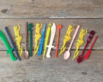 15 Vintage 1960s Swizzle Sticks / Pan Am, La Paloma, Montreal, Ottawa / barware
