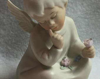 Homco Angel Holding Flower (#009)