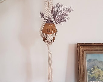 Floral suspension / macrame / unbleached natural cotton / hand made / hippy Bohemian interior decoration