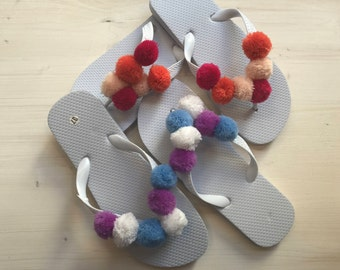 Slippers with pompons