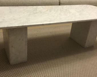 Coffee table in white Carrara marble