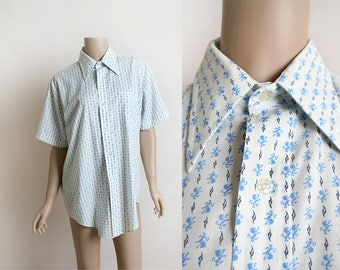 Vintage Mens Shirt - 1970s Royal Lion Print Novelty Print Cotton Dress Shirt - White and Blue - Short Sleeve - Size Medium