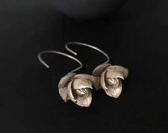 Flower earrings -Nature inspired earrings -Silver plant earrings -Dangle earrings -Succulent jewelry -Wedding earrings -Gift for her-Boho