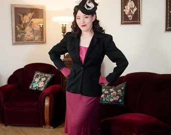 Vintage 1940s Jacket - Stylish Black Wool 40s Jacket with Deep Plunge, Arced Pockets and Strong Shoulders