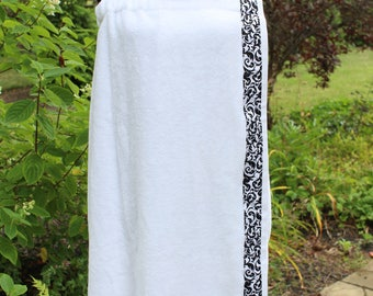 White - Spa Wrap Towel with SNAPS - Graduation / BRIDESMAIDS / Girls Trip Gifts / New Mom