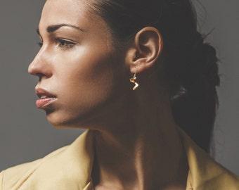 14K Gold Drop Earrings_Sculpted Waves