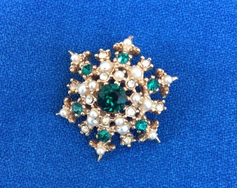 Vintage Emerald Green Rhinestone and Faux Pearl Pin Costume Fashion Jewelry Brooch