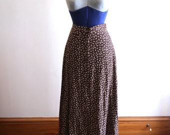 90s brown ditzy rayon floral skirt sz. Small / Medium