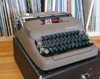 1950's Smith Corona Sterling Manual Typewriter with Case, FREE SHIPPING!