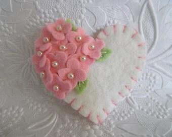 Mother's Day Brooch Felt Flower Heart Pink Beaded Mom